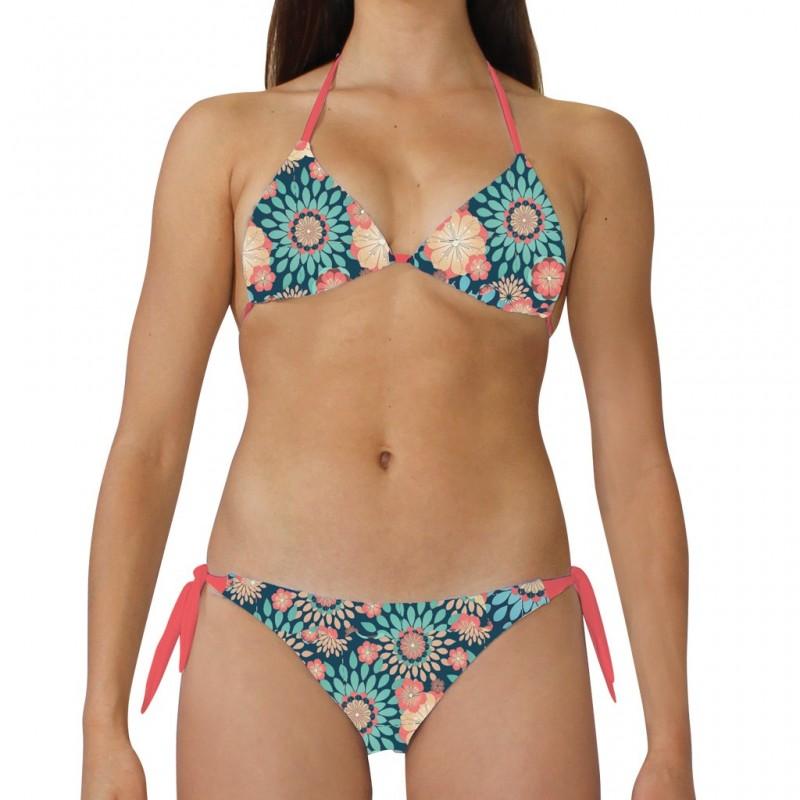 Costume bikini donna per la spiaggia con top a triangolo e slip con laccetti laterali. Texture flore
