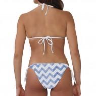 Costume bikini donna per la spiaggia con top a triangolo e slip con laccetti laterali. Texture minim