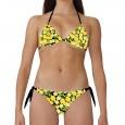 Costume bikini donna per la spiaggia con top a triangolo e slip con laccetti laterali. Base nera con