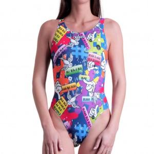 Un collage di simboli social per il costume Carminio, l'intero donna per il nuoto con stampa allover