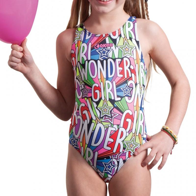 Per sentirsi delle supereroine, anche in piscina, Okeo presenta Birba, il costume intero da bambina