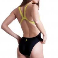 Costume intero da donna per la piscina con un taglio che valorizza la sgambatura alta e un fisico at