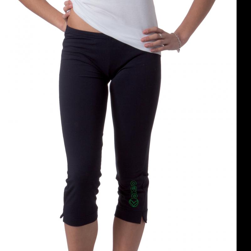 Pantaloni pinocchietto in cotone elasticizzato indicati per praticare fitness e per il tempo libero.